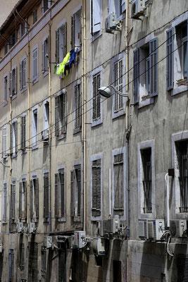 Fasady starej czesci Marsylii