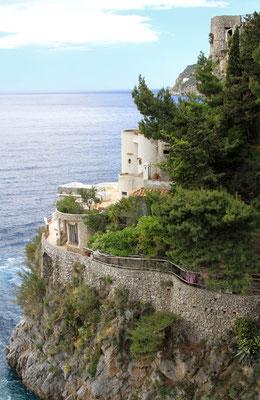piekne budowle przy Costiera Amalfitana przy fiordzie