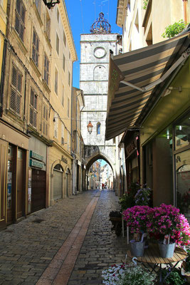 Jedna z malowniczych uliczek w Apt