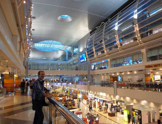 Hala pasazerska lotniska w Dubaju