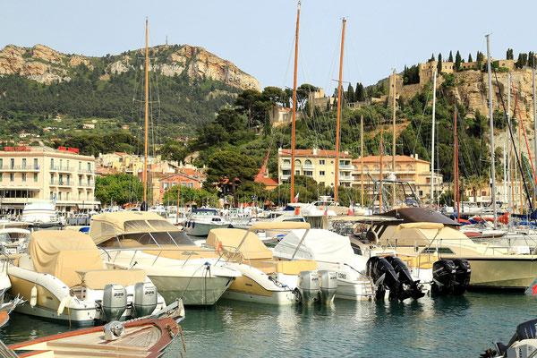 Cassis - port w miasteczku