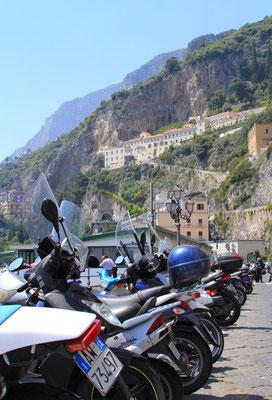 Las skuterow - typowy obrazek Wloch - tez Amalfi