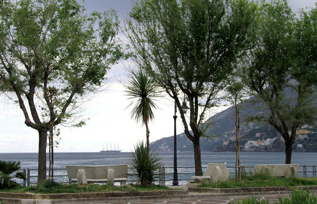 widok w strone morza w Maiori