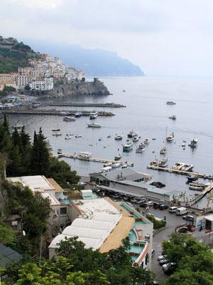 widok na port jachtowy w Amalfi