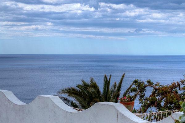 Widok na Morze Tyrrenskie w Conca dei Marini