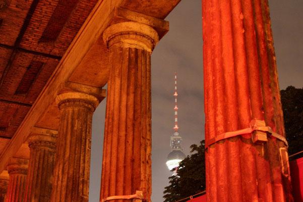 Kolumnada przed Galeria Narodowa