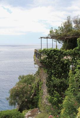 wymarzone polozenie domu na skalach przy Morzu Tyrrenskim