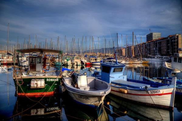 Poranek w porcie w Toulon