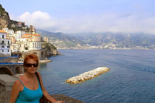 w tle port w Amalfi
