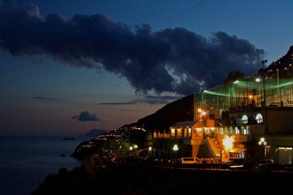 Wieczorne centrum Conca dei Marini - restauracja Polisportiva z rodzinna atmosfera
