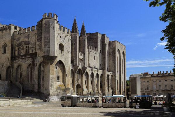 Glowna fasada Palacu - Avignon