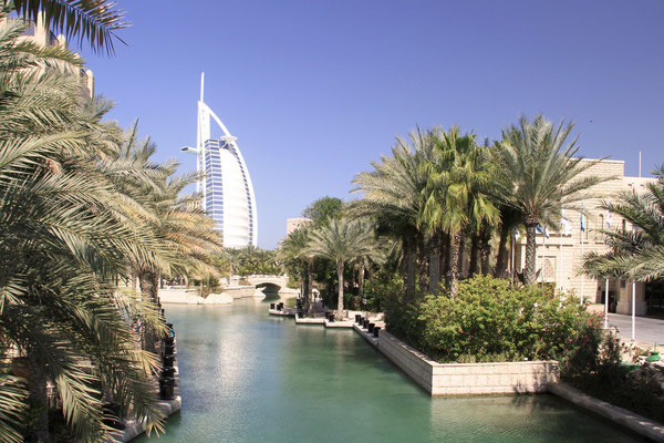 w tle Burj Arab