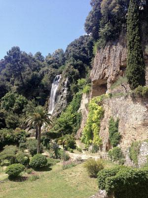 Villecroze - wodospady i zespol grot