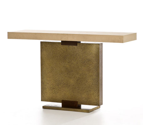 Textured bronze console - Hotel MGM Grand - Las Vegas
