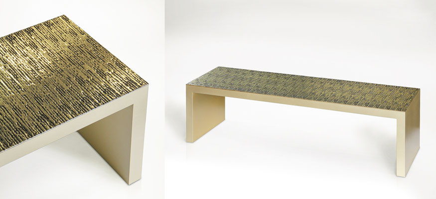 Table basse en laiton avec plateau texturé