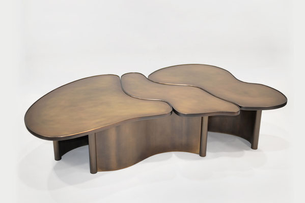 Table basse en bronze patiné pour une résidence privée - New York