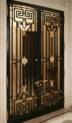 Grille en fer forgé - de style 18ème avec motif décoratif doré 24 carats - New York City