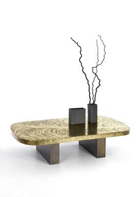Table basse en bronze texturé pour les boutiques Dior