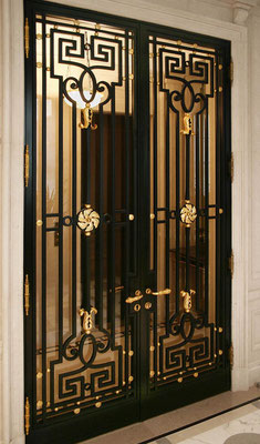 Gate in wrought iron - 18 century style with finish black paint and gold leaf - New York City