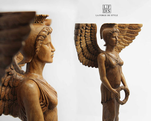 Sculpture of a wooden Cariatide for a coffee table - Private residence