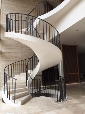 Patinated brass railing for a private residence - Koweït