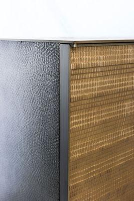 Détails de bronze texturé sur un cabinet - Résidence privée