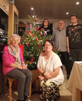 Familie am Baum
