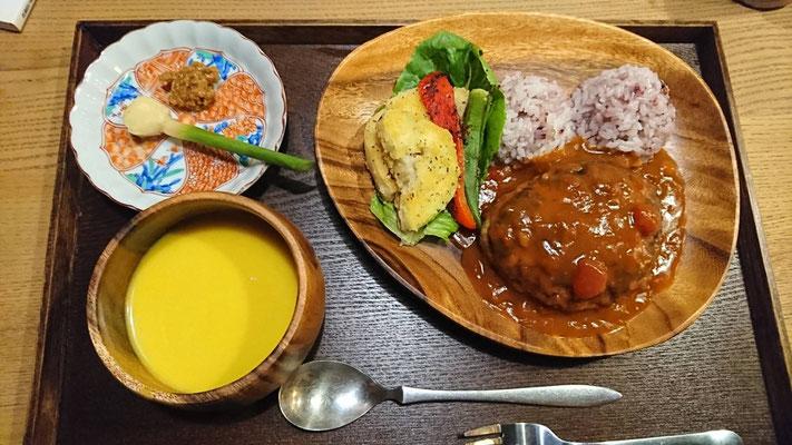 ロコモコ(横須賀野菜の付け合わせ、季節の野菜ポタージュ付き)¥1200