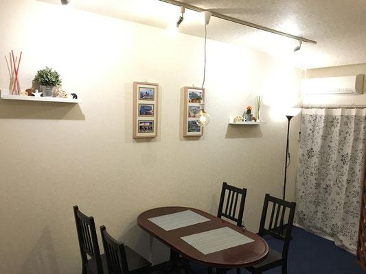 約8畳。テーブル4人席、テーブル2人席。トイレ、洗面付き。