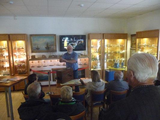 Dieter Weers informierte die Besucher über sein Museum