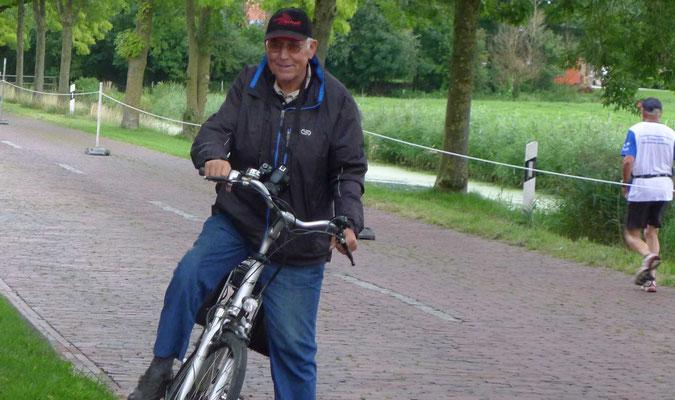 Jim Siebrands kontrolliert die Laufstrecke am Dukelweg.
