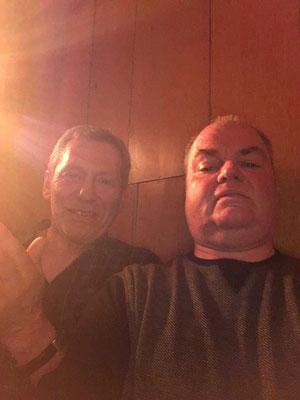 2. Vorsitzender und Schriftwart stimmen sich auf das Konzert mit einem Selfie ein.