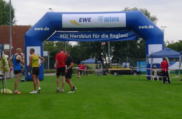 Die Läufer erwartete ein großes Zieltor.