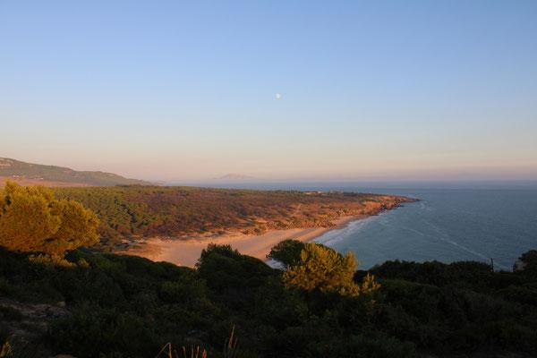 """Der """"Playa del Canuelo"""" mit Blick auf die Küste von Afrika"""