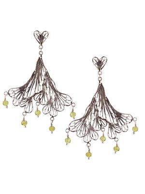 E4214 OXI 130, GP 150: OXI EARRING FILIGREE HART POST, FILIGREE LEAF PERIDOT DROPS.