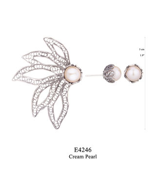 E4246 OXI 92: BOTANICAL GARDEN COLLECTION, 1 POST OXI EARRING 5 FILIGREE LEAVES WITH CREAM PEARL IN CUP, 1 TULIP CUP WITH CREAM PEARL IN CUP. GP USE GPE4246
