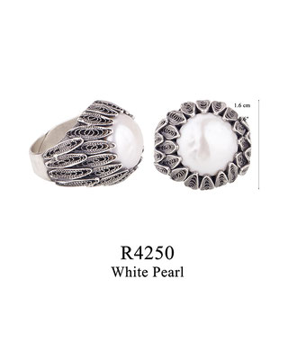 R4250 OXI 125, GP 145: BOTANICAL GARDEN COLLECTION, FILIGREE OXI RING WITH WHITE PEARL IN CENTER.