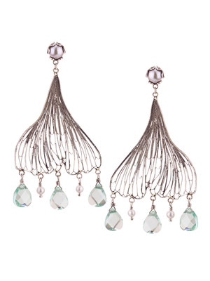E4208 OXI 140, GP 160: OXI EARRING POST W/ SILVER PEARL. FILIGREE LEAF SILVER PEARL & LIGHT GREEN AL DROPS.