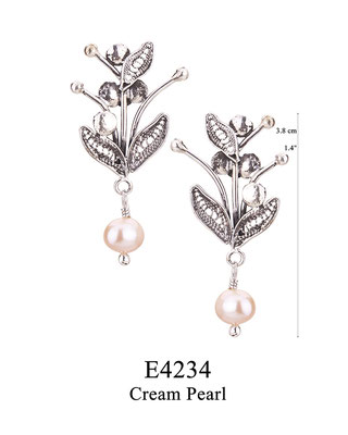 E4234 OXI 45, GP 51: BOTANICAL GARDEN COLLECTION. OXI  POST EARRING FILIGREE LEAVES WITH CREAM PEARL DROP.