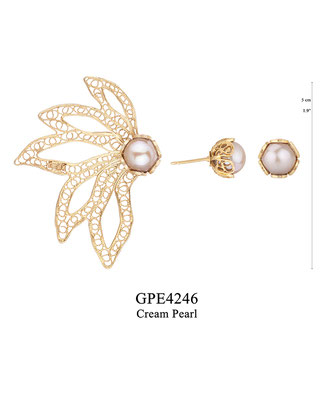 GPE4246 GP 115: BOTANICAL GARDEN COLLECTION, 1 POST GP EARRING 5 FILIGREE LEAVES WITH CREAM PEARL IN CUP, 1 TULIP CUP WITH CREAM PEARL IN CUP. OXI USE E4246