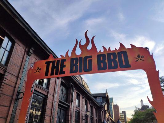Der Eingang zum Big BBQ.