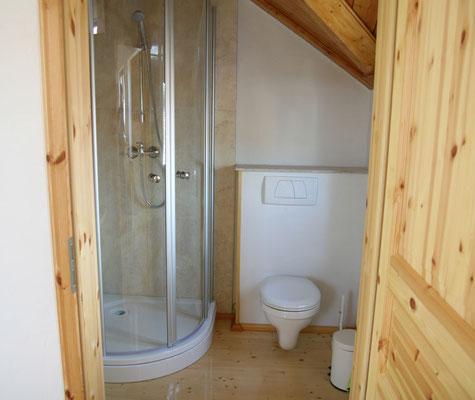 Seperates Badezimmer mit Dusche/WC