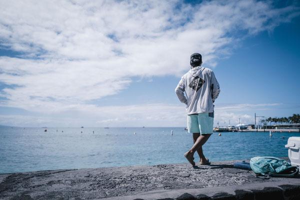 noch ist es ruhig an der Promenade von Kona. Noch stehen hier die Angler... Das wird sich in den nächsten Tagen aber noch ändern ;)