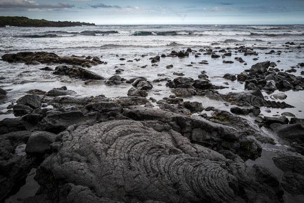 Auf der Rückfahrt haben wir dann noch einen Abstecher zum Black Sand Beach gemacht...