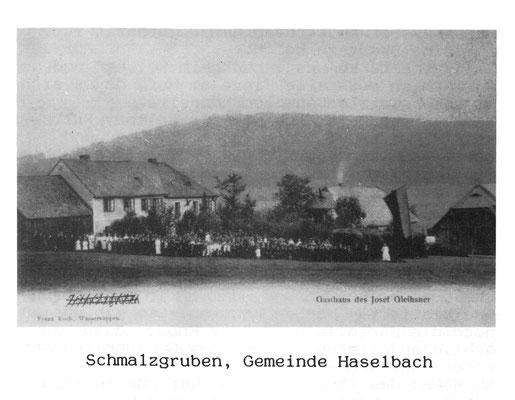Das ganze Dorf Schmalzgruben ist angetreten, vermutlich zur Primiz von Michael Ring, vorletzter Pfarrer von Grafenried