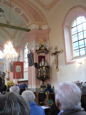 Pfarrer Bumes hielt seine Predigt auf der Kanzel.