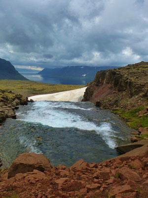 Island, Blick zum Fjord