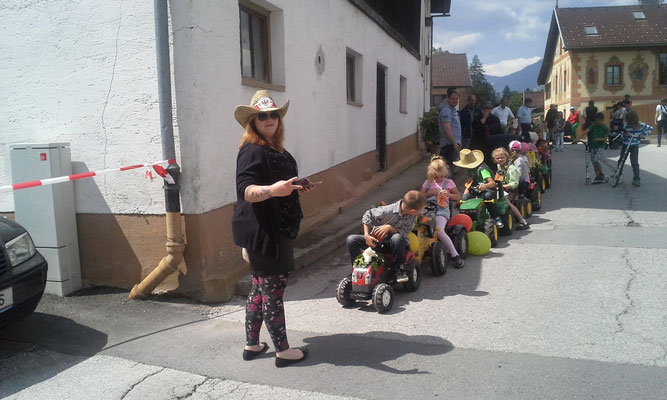 Stephy bei der Kinder Traktorparade