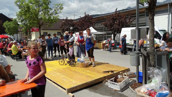 das älteste Fahrzeug und die Weitest angereisten ( Südtirol)