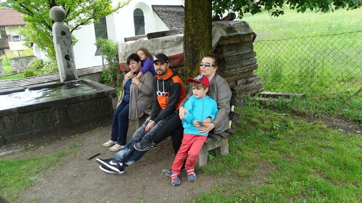 Familie Baron warten auf die Traktoren
